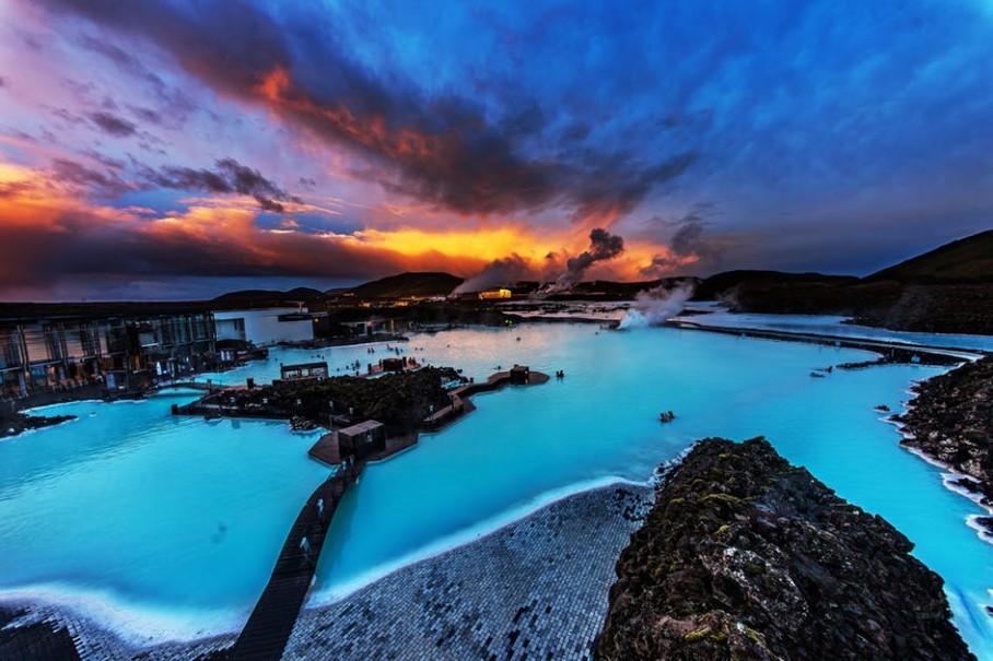 ICELAND - GREENLAND + WHALE WATCHING PLUS MIDNIGHT SUN CRUISE & PARIS