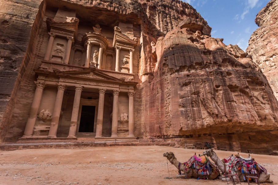 DISCOVER THE LOST CITY PETRA + STARGAZING EXPERIENCE